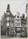 zicht op straathoek met winkels in grachtenhuizen - amsterdam - 20319567 - rce