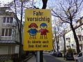 (Straßenverkehr, Warnhinweis) Fahr vorsichtig, Es könnte auch Dein Kind sein.jpg