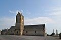 Église Notre-Dame-de-l'Assomption de Coulouvray-Boisbenâtre. Vue de la place.jpg