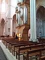 Église de la Rédemption - Nouvel orgue avec une organiste 2.jpg