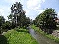 Častolovice - říčka Bělá jihozápadně od mostu v Masarykově ulici.jpg