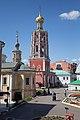 Вид на колокольню со ступеней Сергиевского храма.jpg