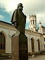 Вокзал Петергофа и памятиник барону А.Л. Штиглицу. Вид с площади.jpg