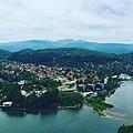 Изглед към кв.Панчарево и Витоша от панорамната пътека над езерото.jpg