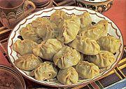 Assiette contenant de gros raviolis.