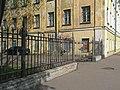 Кронштадт. Коммунистическая 1 (Макаровская), ограда.jpg