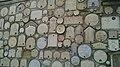 Рогожкин. Свято-Успенский пещерный монастырь, гербы на стене. Бахчисарай.jpg