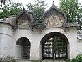 Росписи на воротах ограды Знаменского собора 3.JPG