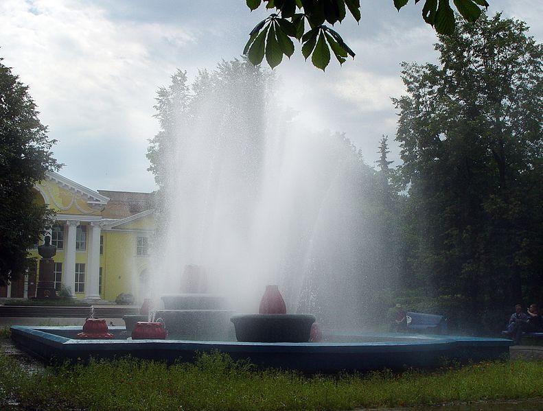 File:Фонтан на пл. Рокоссовского. - panoramio.jpg