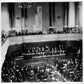 הקונגרס הציוני השני בבזל ( 1898 ) מבט על במת הנשיאות וחלקי האולם הרצל נואם את -PHG-1001318.png