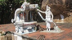 Vēl Pāri - A statue of Paari giving away his chariot to a climber plant