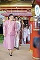สมเด็จพระเทพรัตนราชสุดาฯ สยามบรมราชกุมารี ทรงทอดพระเนต - Flickr - Abhisit Vejjajiva.jpg