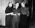 10-28-1952 11085C Hannie, Abe en Fanny (5580077913).jpg