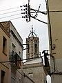 154 Carrer del Castell (Vilanova i la Geltrú), al fons campanar de Santa Maria de la Geltrú.jpg