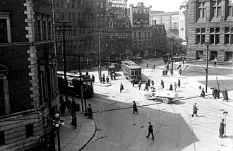 Toronto streetcar system - Streetcars at Bay and Queen in 1923