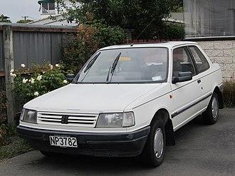 Peugeot 309 - Image: 1988 Peugeot 309 XL (6858743438)
