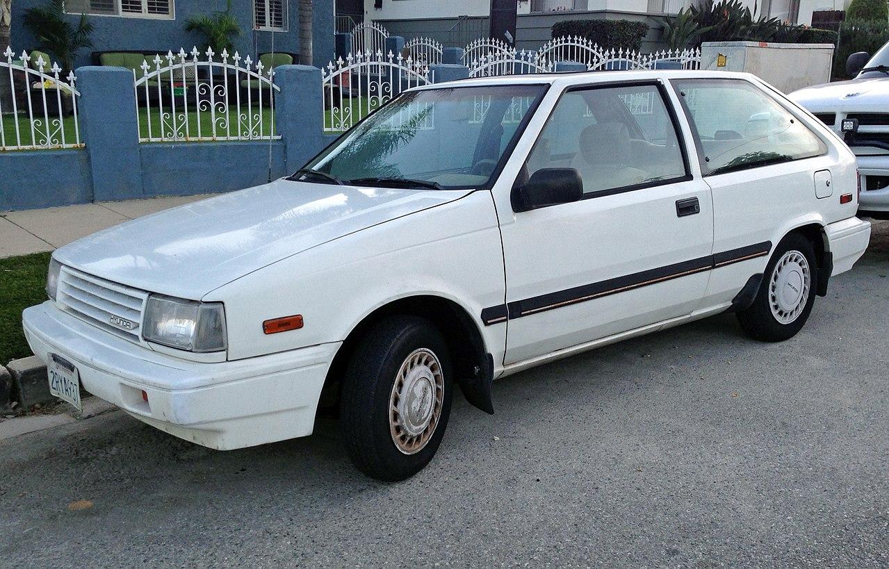1989 Hyundai Excel GL 3-dr, front left.jpg