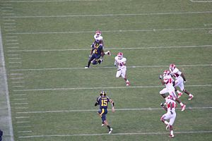 2011 California Golden Bears football team - Zach Maynard scrambles for 19 yards in his first Cal start.