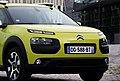 2014 Citroen C4 Cactus Feel Edition PureTech e-THP 110 Hello Yellow Vorderansicht Detail.jpg