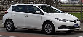 2017 Toyota Corolla (ZRE182R) Ascent hatchback (2018-08-06) 04.jpg
