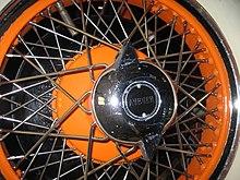 Cerchione a raggi automobilistico
