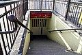 4553viki Dworzec Główny.Przed remontem- wejście do schronu przed dworcem. Obecnie w tym miejscu znajduje się parking podziemny. Foto Barbara Maliszewska.jpg