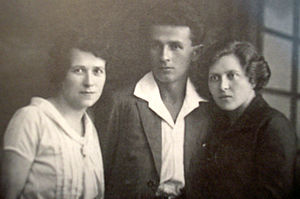 Abba Hushi - Abba and two of his sisters