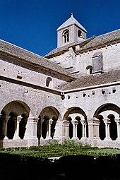 170px-Abbaye-abbey-senanque-cloitre-cloister dans EGLISES DE FRANCE