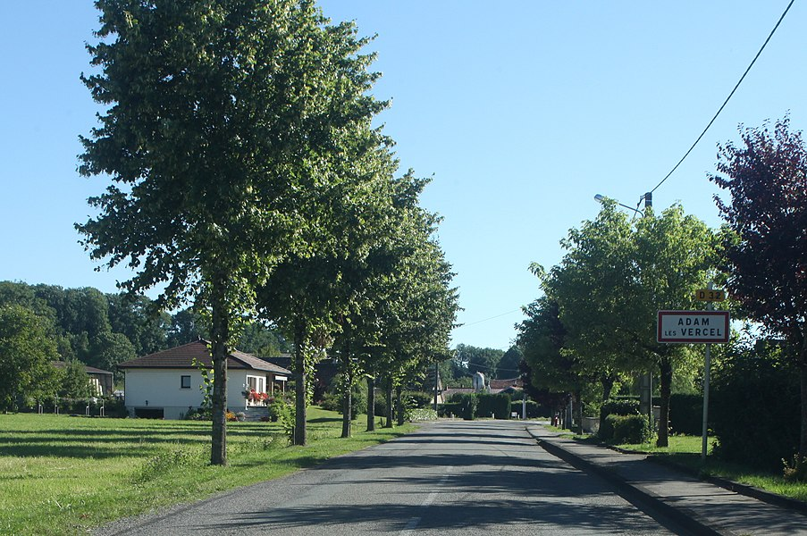 Entrée d'Adam-les-Vercel (Doubs).