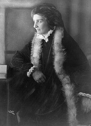 Agnes Mowinckel - Mowinckel as Lady Inger, 1921