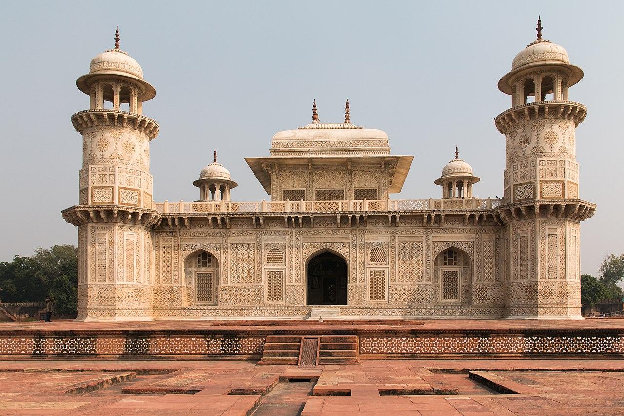 Agra-Itmad ud Daulah mausoleum-South facade-20131019.jpg