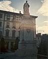 Alessandro Volta statue (Como).jpg
