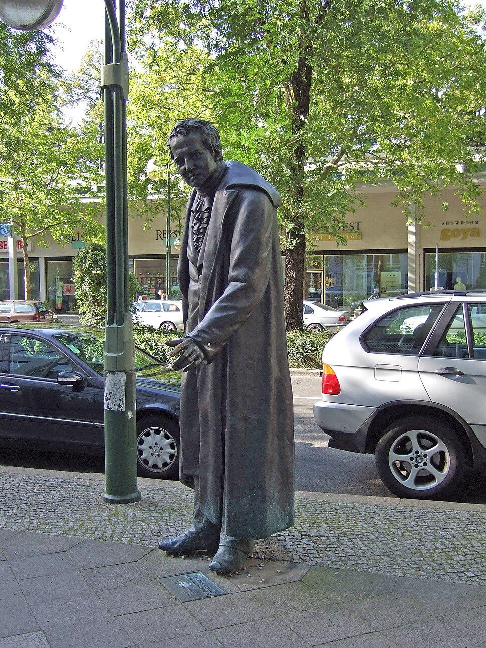 Alexander von Humboldt-Denkmal in der Budapester Str., Berlin - 1