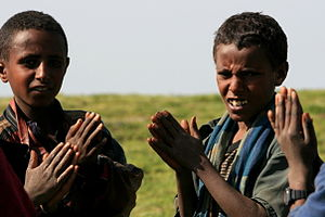 Amhara shepherd children clapping 1.jpg
