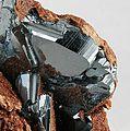 Andradite-Hematite-24edd31bb.jpg