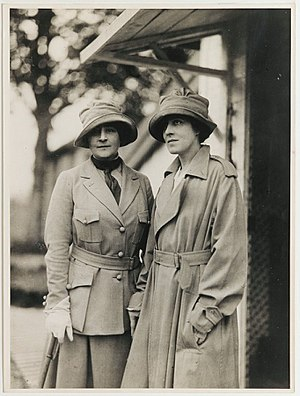 Anne Morgan (philanthropist) - Anne Morgan and Anne Murray Dike, ca. 1915