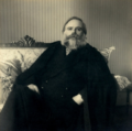 António José de Almeida sentado.png