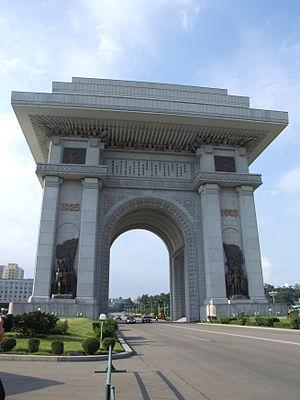 Arch of Triumph (Pyongyang) - Image: Arch of Triumph (Pyongyang) 06