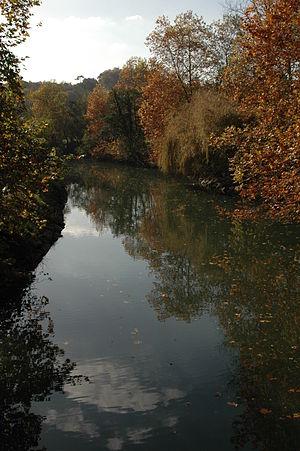 Ascain - Autumn colours on the Nivelle at Ascain