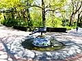 Bad Sassendorf – Bronze-Skulpturen – Pfau-Brunnen am Eingang zum Kurpark - Wolfgang Kreutter - panoramio.jpg