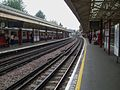Barons Court stn eastbound Piccadilly look west.JPG