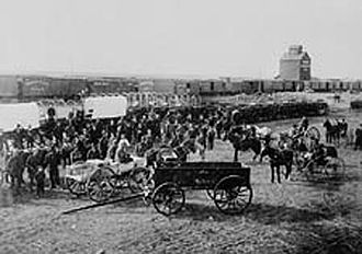 Saskatoon - Barr Colonists in Saskatoon in 1903. The settlement of Saskatoon saw an economic boom when the traveling Barr Colonists encamped around the community.
