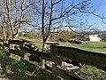 Barrière en bois le long du chemin prolongeant la rue des Montelières (Saint-Maurice-de-Beynost).jpg