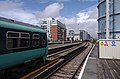 Battersea Park railway station MMB 13 456011.jpg