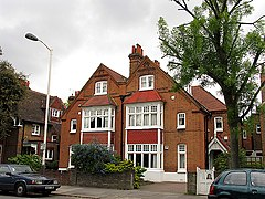 Bedford Park, London in 2005.jpg