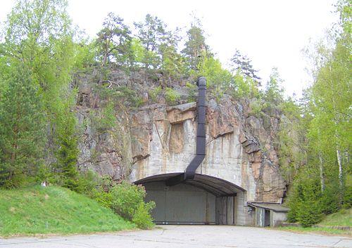 Huvudporten till den gamla delen av berghangaren.