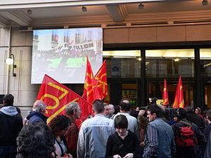 Olivier Besancenot - Besancenot supporters, brandishing the red flags of the Communist Revolutionary League, overflowing in front of La Mutualité in Paris, where Olivier Besancenot was holding a meeting