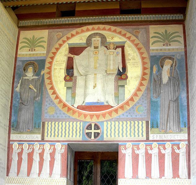 File:Beuron Mauruskapelle Fassadengemälde.jpg