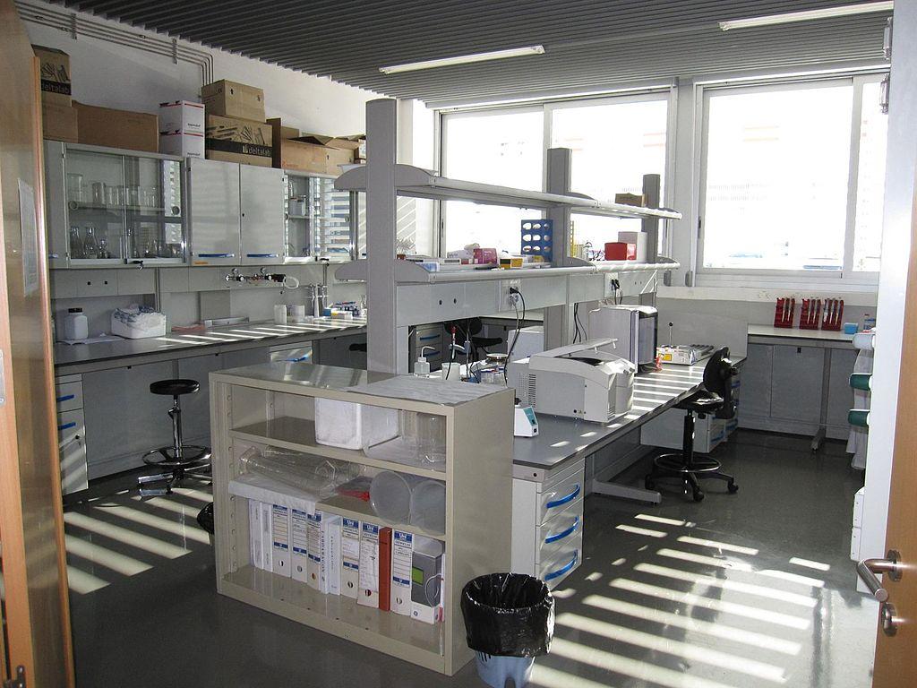 https://commons.wikimedia.org/wiki/File:Biochemistry_Laboratory.jpg#/media/File:Biochemistry_Laboratory.jpg
