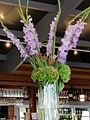 Blumenstrauß mit violetten Gladiolen - panoramio.jpg